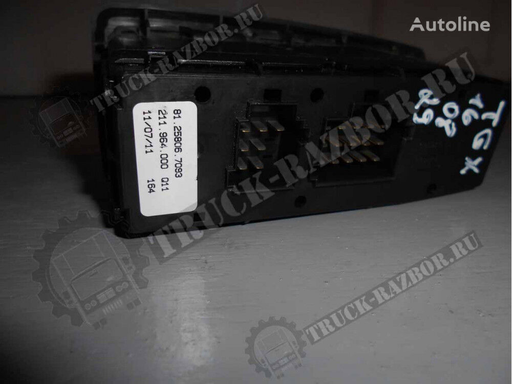 панель приборов MAN блок управления дверьми (81.25806.7093) для тягача MAN
